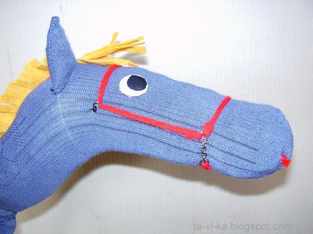 лошадка на палочке из носка