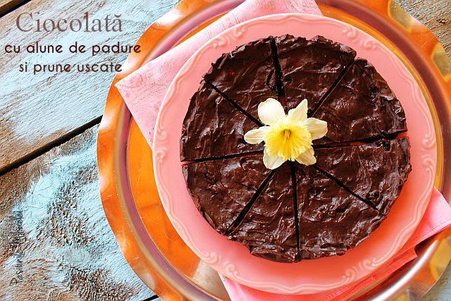 Ciocolata cu alune de padure si prune uscate