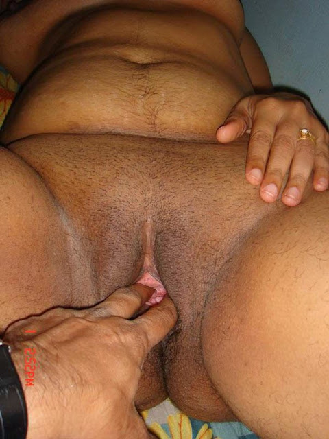 Desi Aunty Deep Pussy Photo