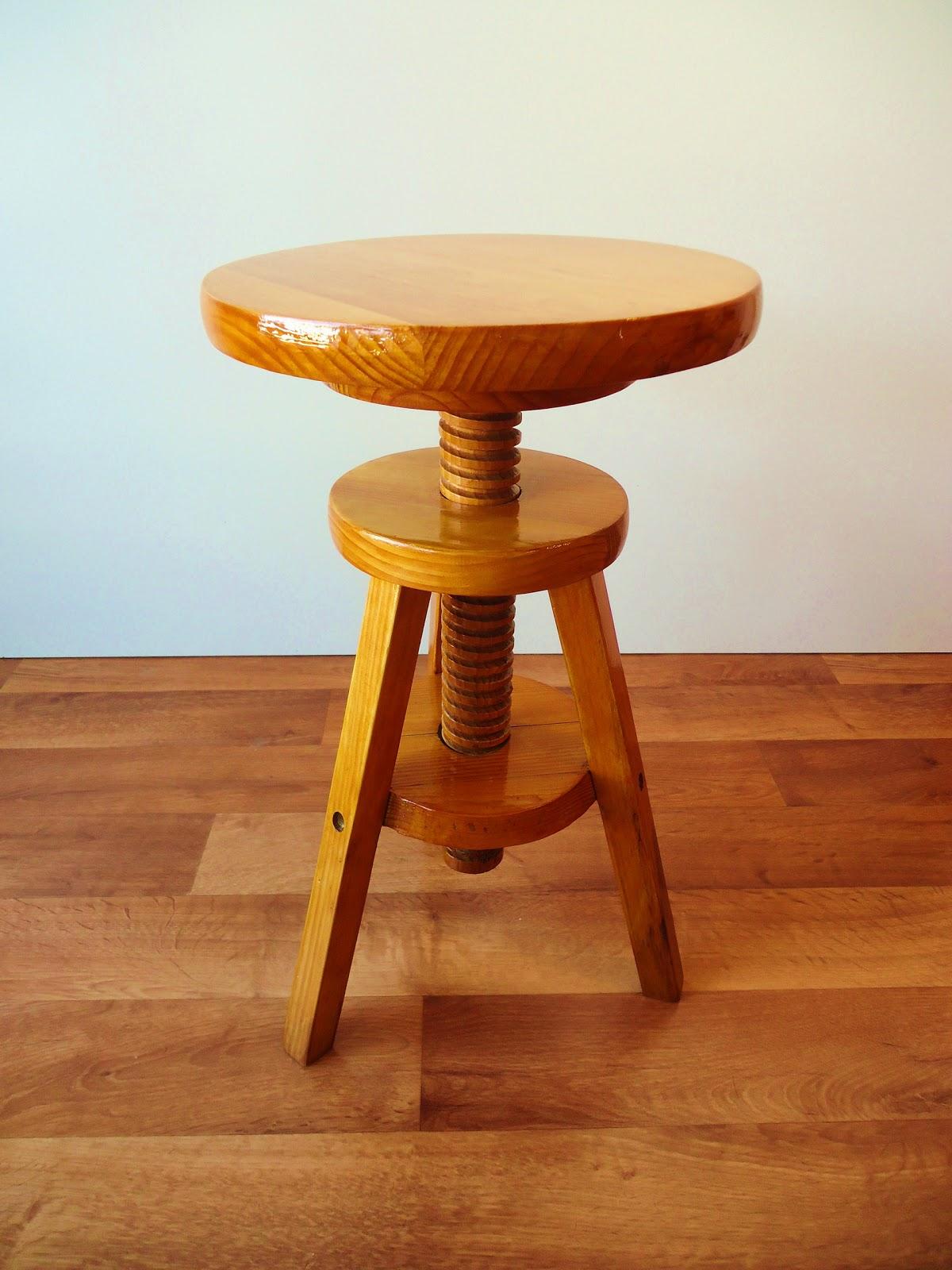 taburete pintor de madera tono miel vendido