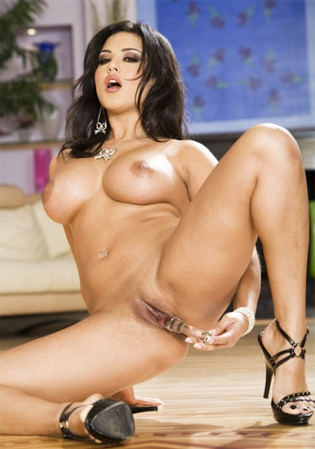 Sunny Leone Nude Photo