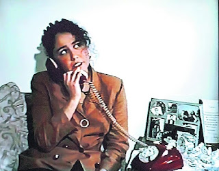 nadine heredia sexy joven hablando por teléfono