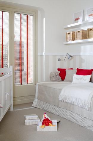 Habitacion infantil en beig y rojo - Decorar habitacion infantil ...