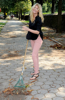 Kate Upton cleaning leafs in Brooklyn