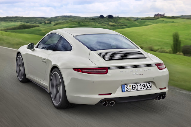 Vista posteriore della Porsche 911 50th Anniversary Edition (color Geyser Grey)