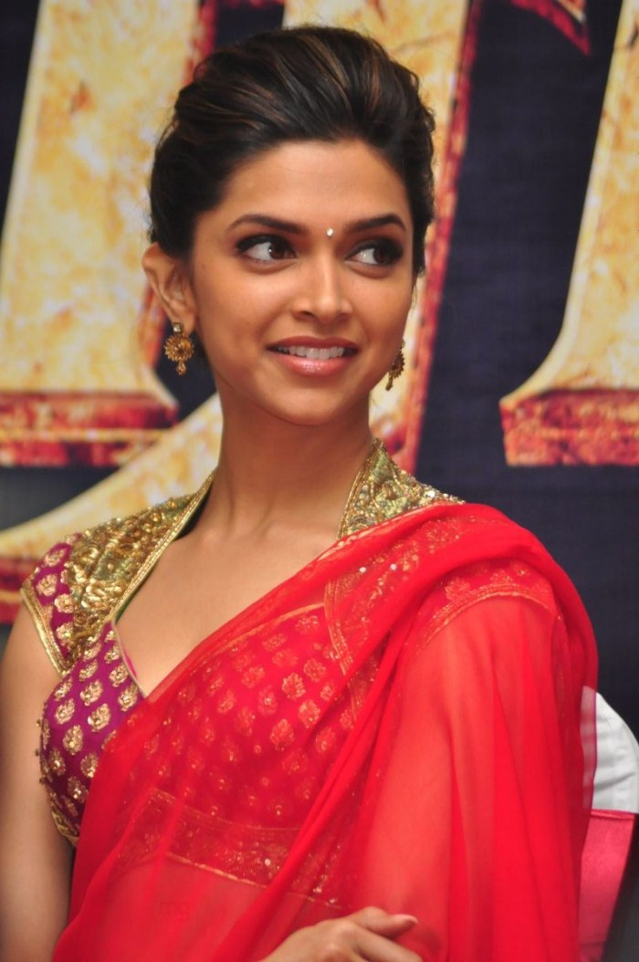 Deepika Padukone Hot in Red Saree Pics For Raana Press ...