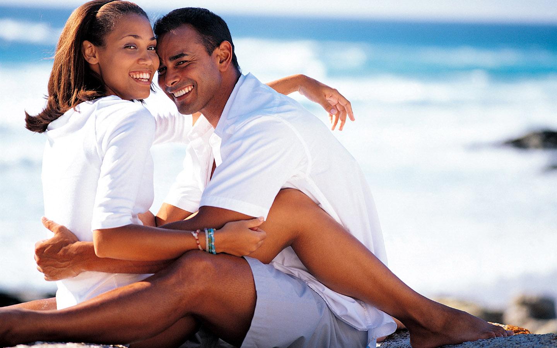 Love couple Wallpaper With Msg : U Me Aur Hum: Romantic Love couples