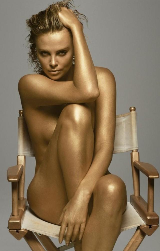 Charlize Theron desnuda