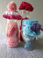 http://thelittletreasures.blogspot.com/2015/06/pom-pom-dust-decor.html