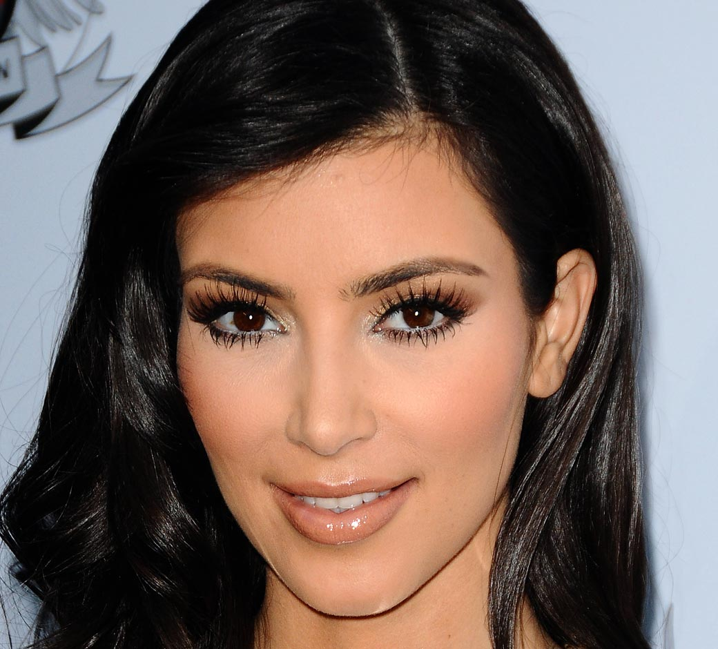 http://1.bp.blogspot.com/-S68RcPIAaEM/TgLWdmt-U0I/AAAAAAAAAR8/eayf-bNVCPA/s1600/kim-kardashian-nude-lips-FStp121109.jpg