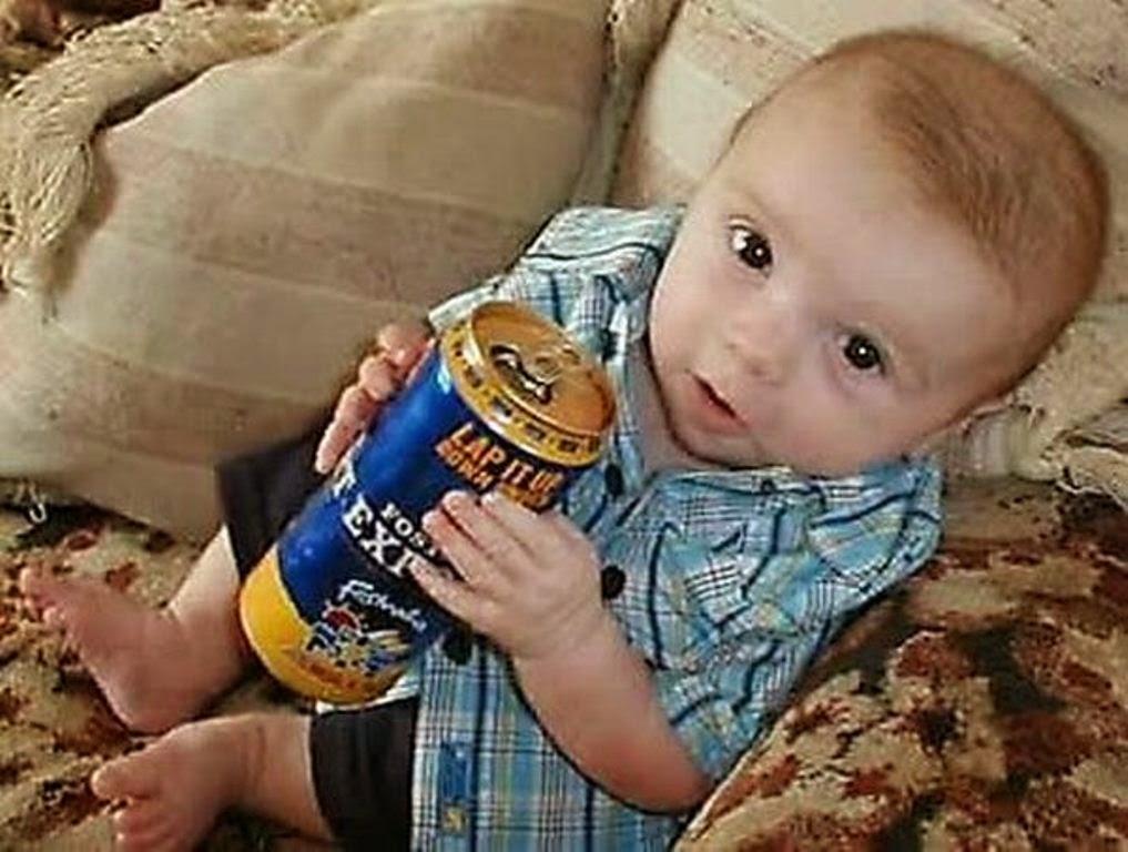 Foto gokil bayi lagi mabuk minum beer editan