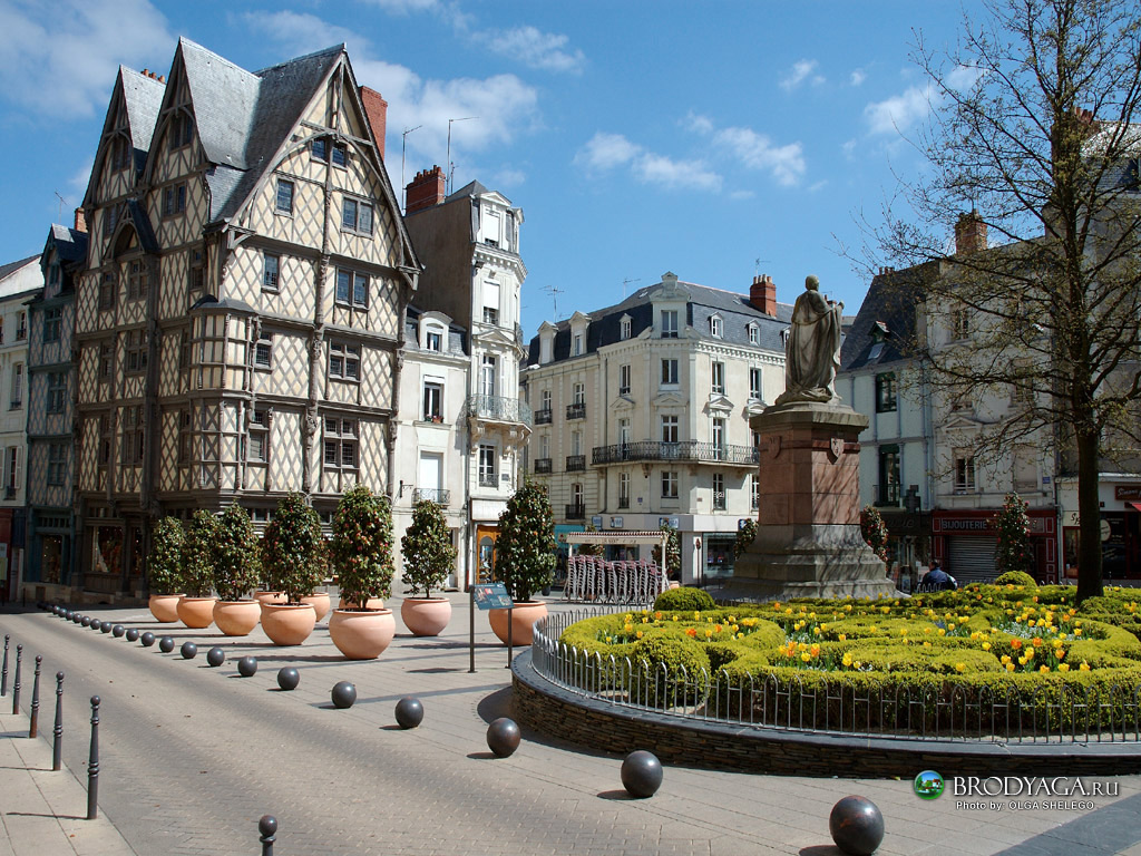 Top world travel destinations angers france - La maison de la bibliotheque ...