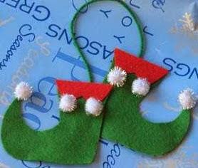 http://www.todomanualidades.net/2012/11/manualidades-de-navidad-con-fieltro-zapatos-duende-colgantes/