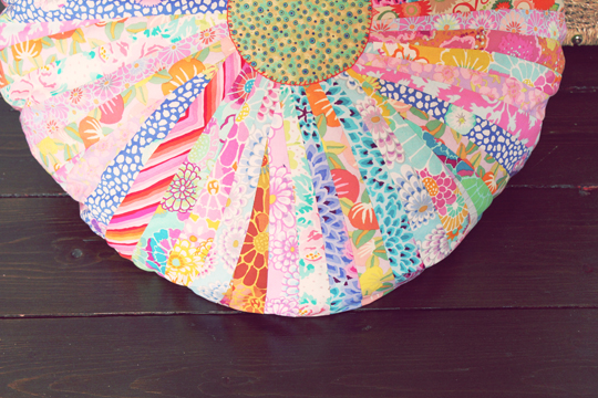 Archie and the Rug: Big, bright & beautiful floor cushion - diy