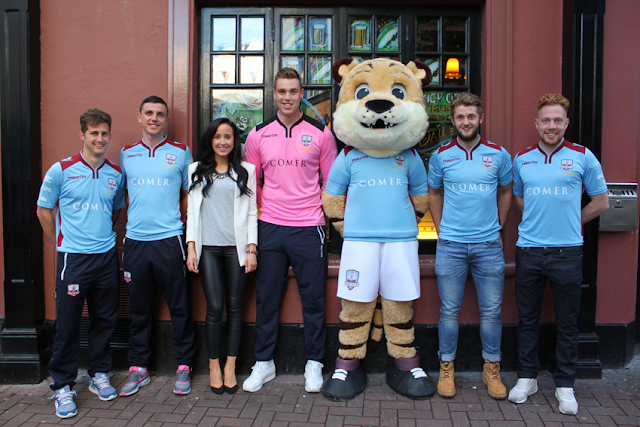 Presentación de la camiseta edición limitada de Galway United para la League of Ireland Cup 2015 en The Dáil Bar