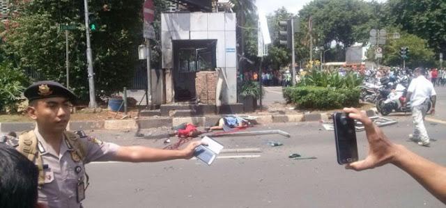 Foto_Ledakan_Bom_dipos_polisi_Sarinah_Jakarta_Kamis_14_Januari_2016