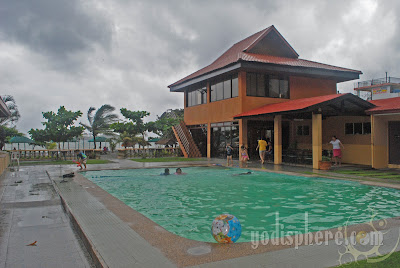 Canoe Beach Resort swimming pool and cafe