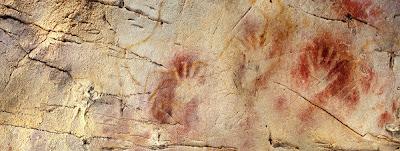 El Panel de las Manos de la cueva de El Castillo, donde  las pinturas tienen 40.800 años de antigüedad