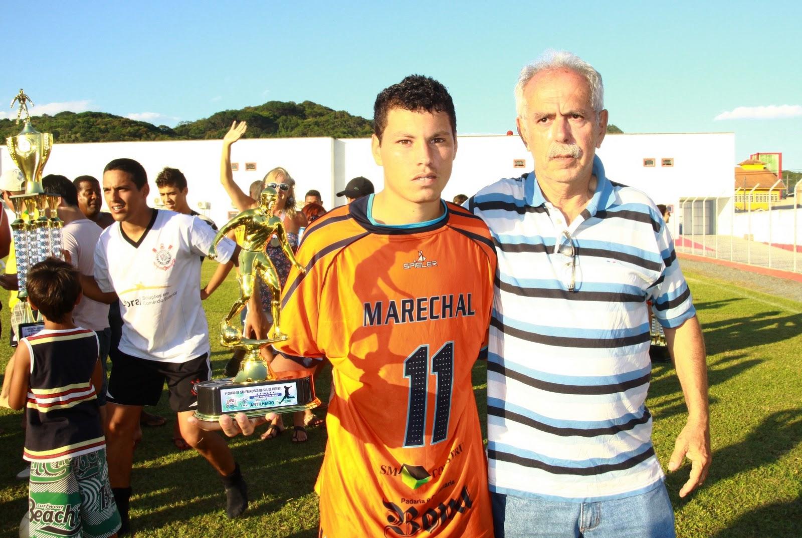 http://1.bp.blogspot.com/-S7HdvdRkIY0/TvB6t93tH2I/AAAAAAAAAWE/_imsGGq9b9c/s1600/Elias+de+Lara+-+Artilheiro+Cop%25C3%25A3o.JPG