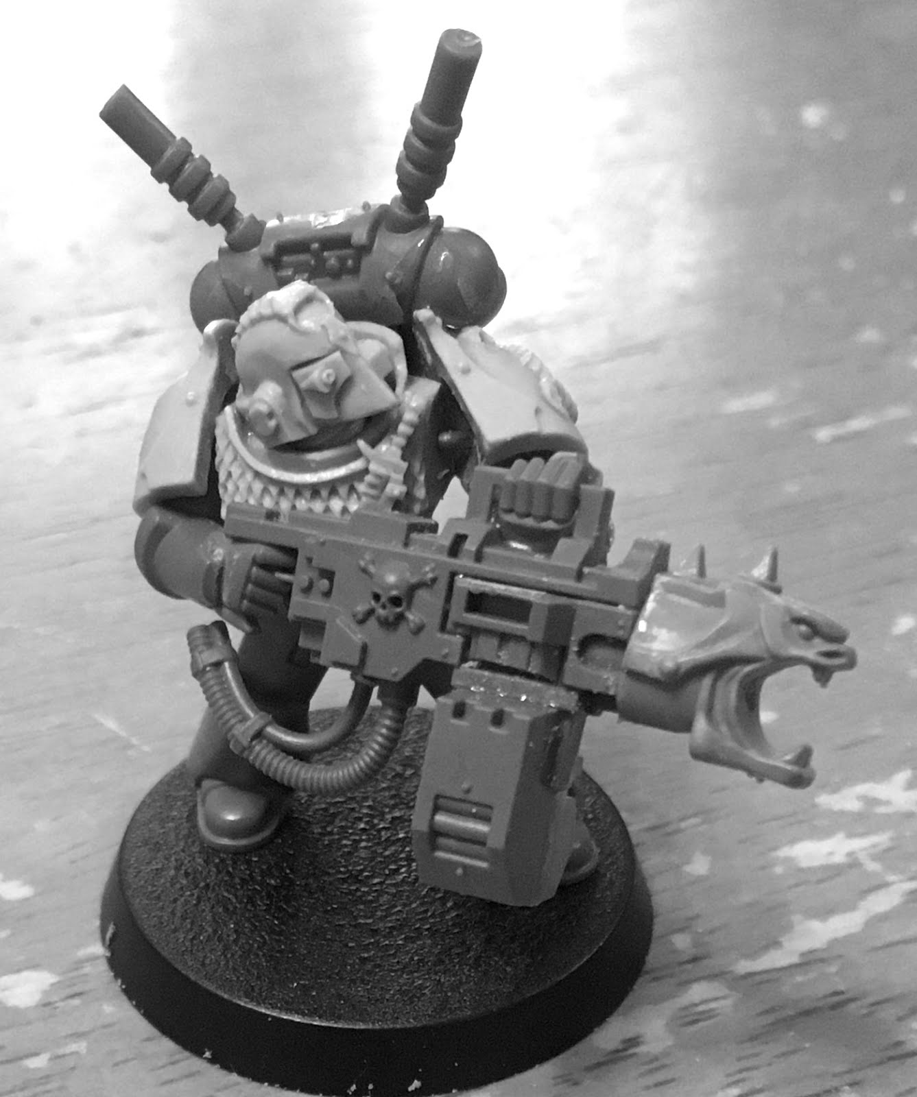 warpstone flux headhunter heavy bolter the light coloured parts are resin from the forge world upgrade kit for the headhunters the heavy bolter itself is from the blood angels range