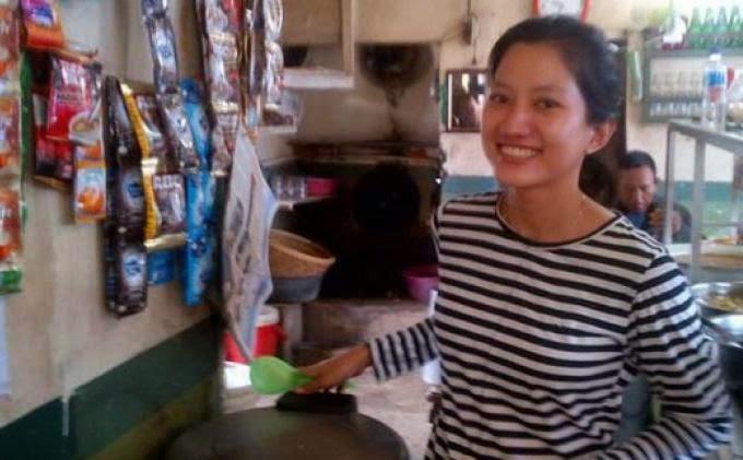 Sasa Darfika Pelayan Warteg Asal Majalengka yang Cantik
