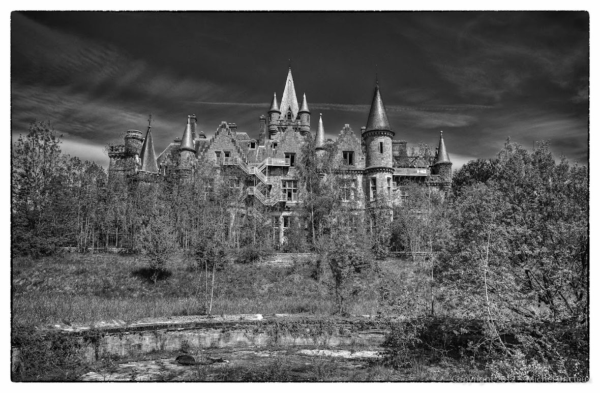 Decaying Grace : The Miranda Castle (Celles, Belgium)