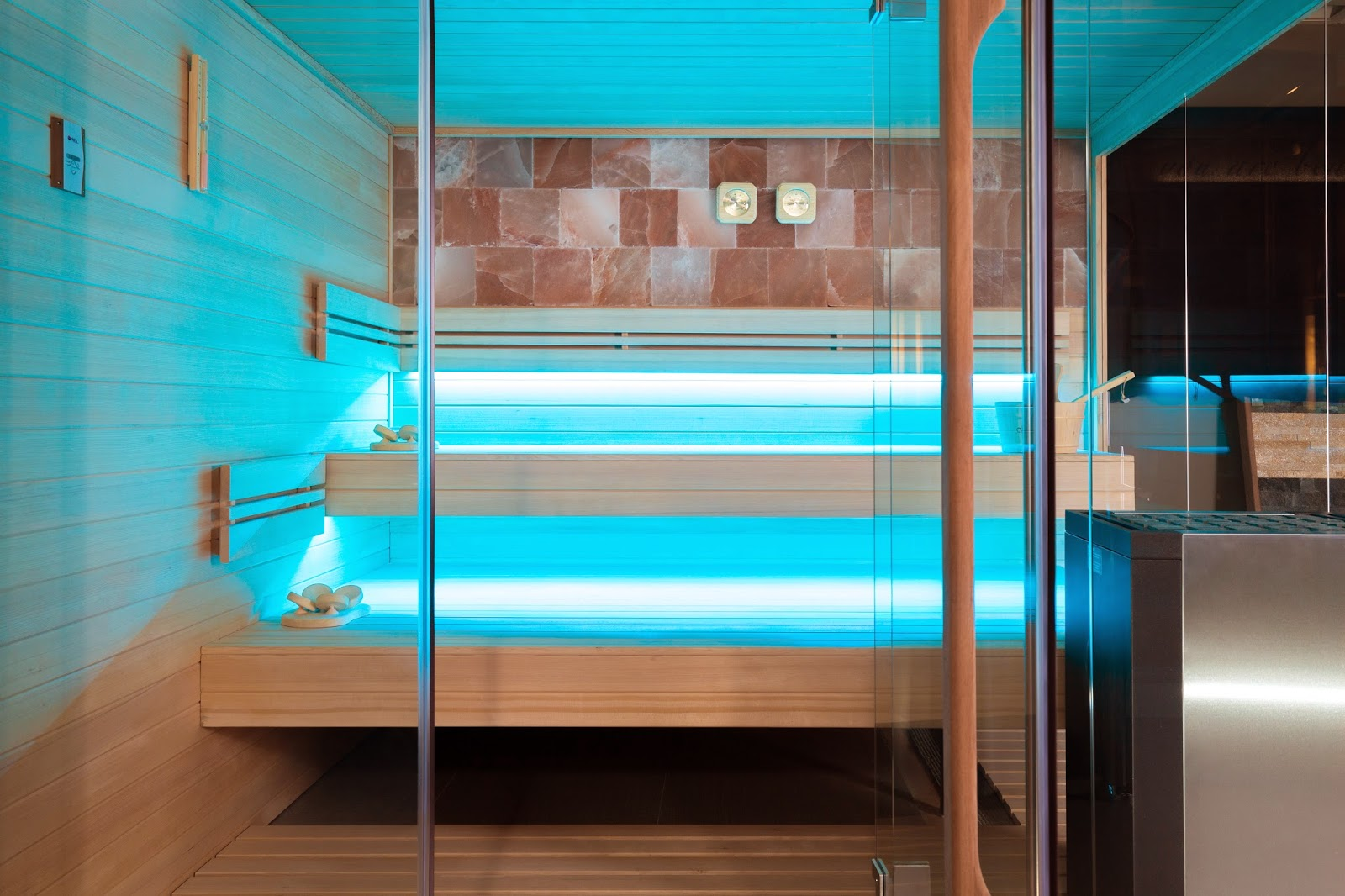 ZE8 - Zelien - showroom - panoramic glass - Sauna - floating benches - saltstone