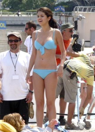 """""""Foto Hot Selena Gomez Saat Di Pantai"""""""