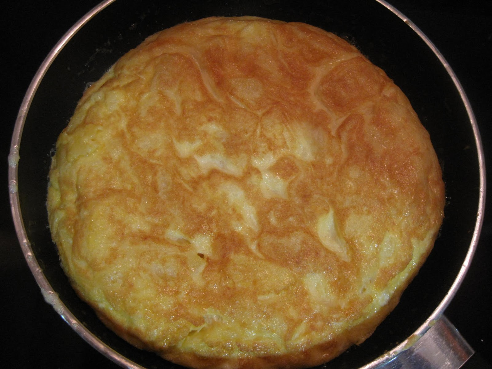 http://www.missoluciones-pangala.com/index.php/tortilla-patata-light-sin-ensuciar/