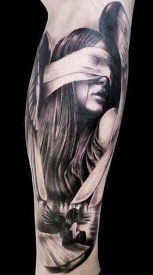 tatuagens com anjos vendados na perna