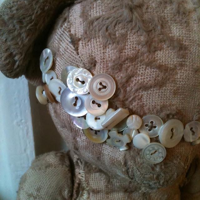 old teddy bears vintage button collection m-o-p eyes kopott macin sok antik gomb szem