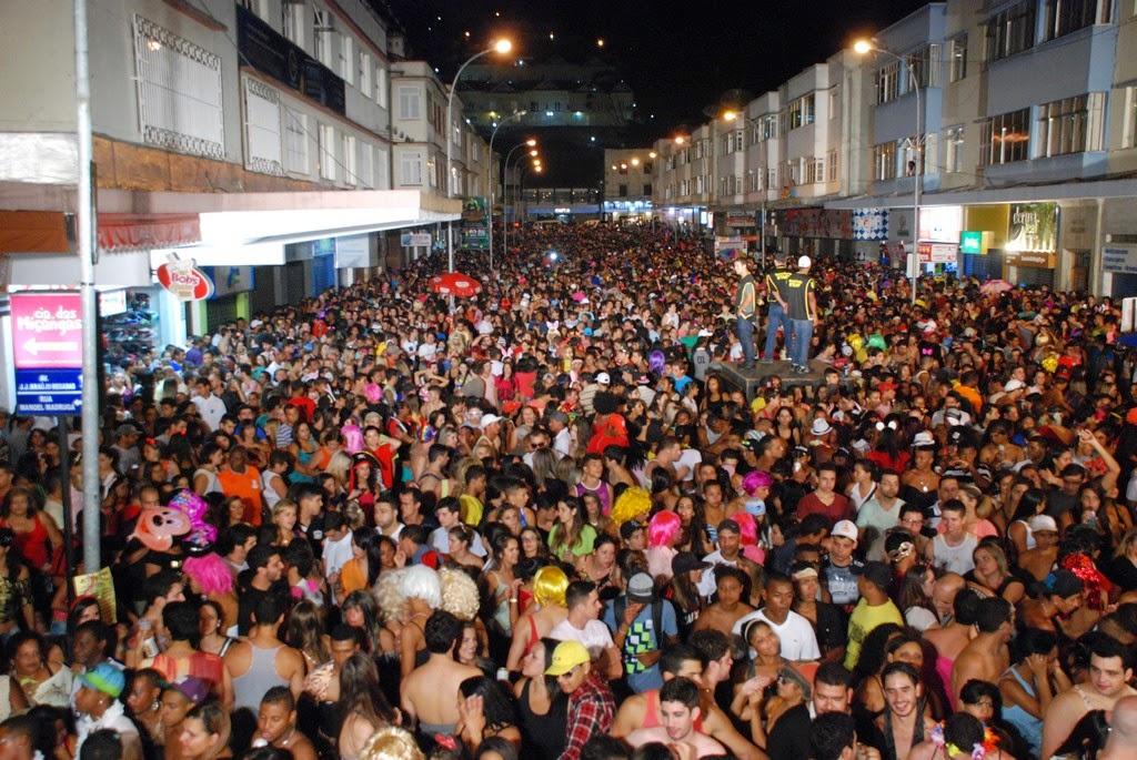 Parque Regadas lotado na primeira noite do Carnaval 2014 em Teresópolis
