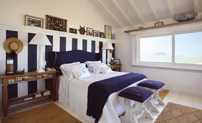decoracao cozinha de praia: de praia, com elementos rústicos, listras, composê de azul e