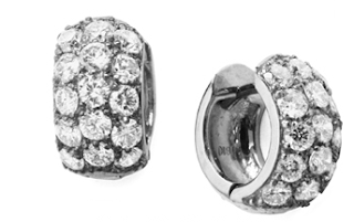 Stacy wore Soffer Ari's S.A Quara Union Thirty Five Earrings in 18K White Gold and Diamonds.