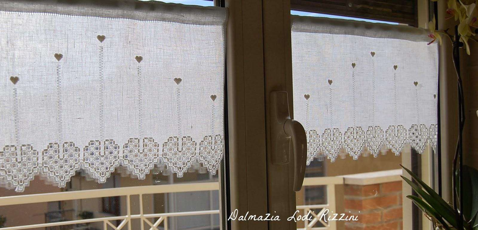 Straccetti di lusso cuori per sempre for Tende corte per finestre