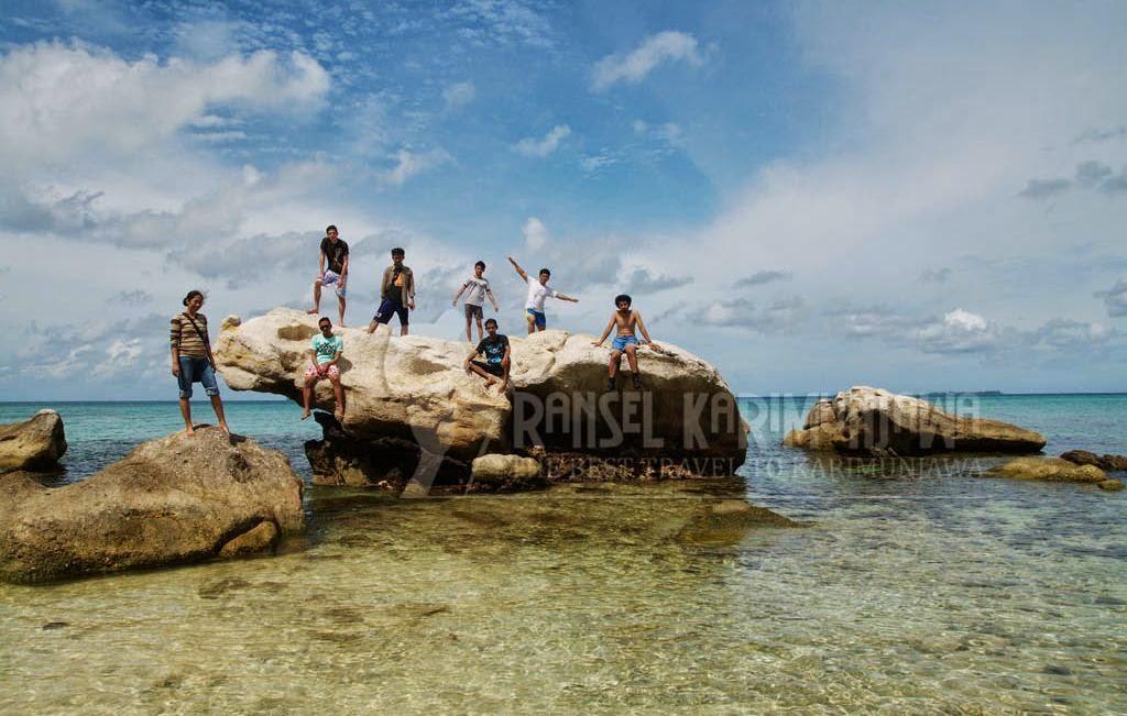 pantai batu putih karimunjawa