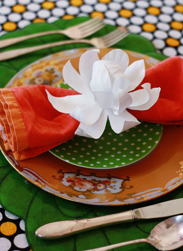 friday flowers paper plate magnolias aunt peaches. Black Bedroom Furniture Sets. Home Design Ideas