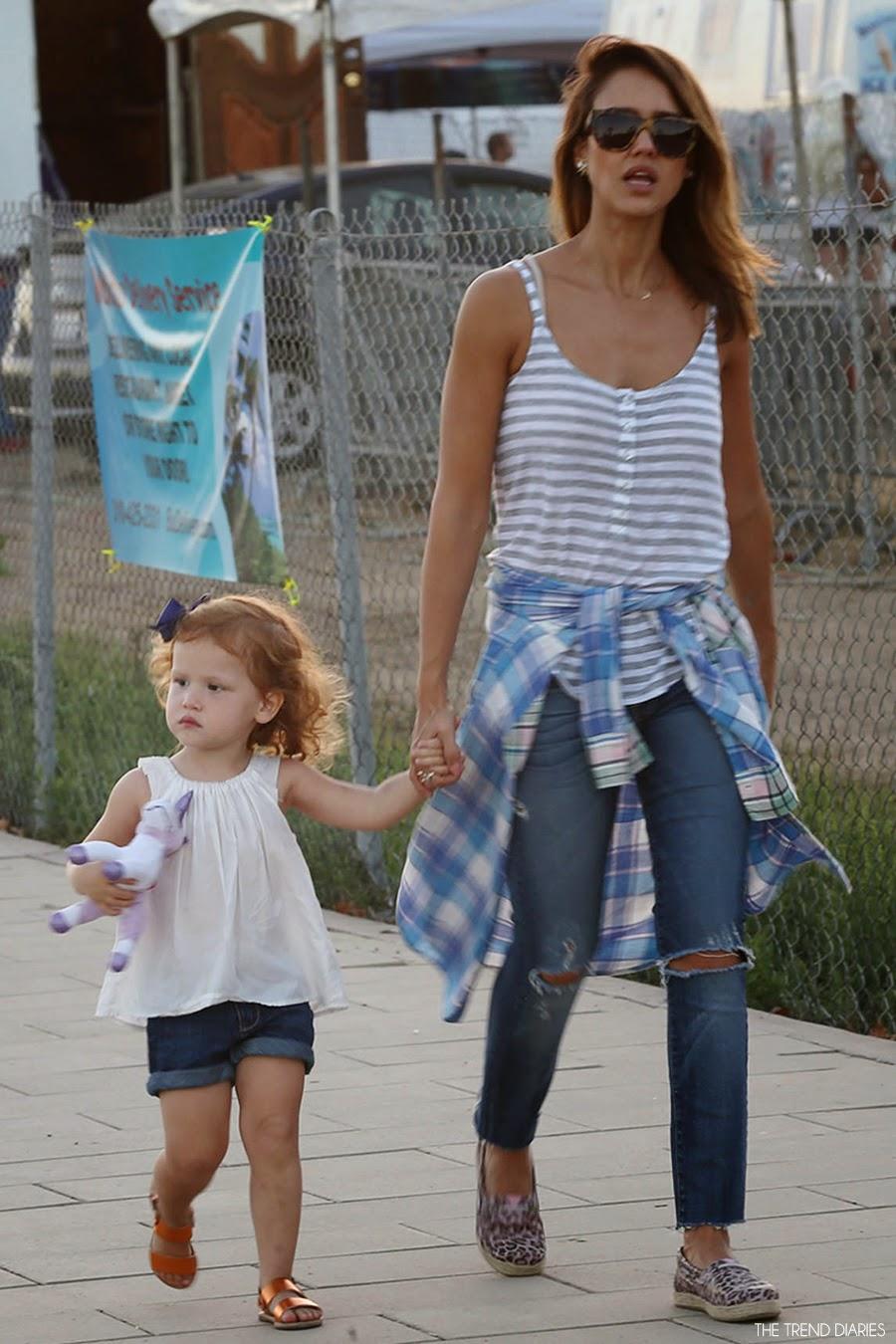 Jessica Alba At The Malibu Chili Cook Off In Malibu California September 1 2014 The Trend