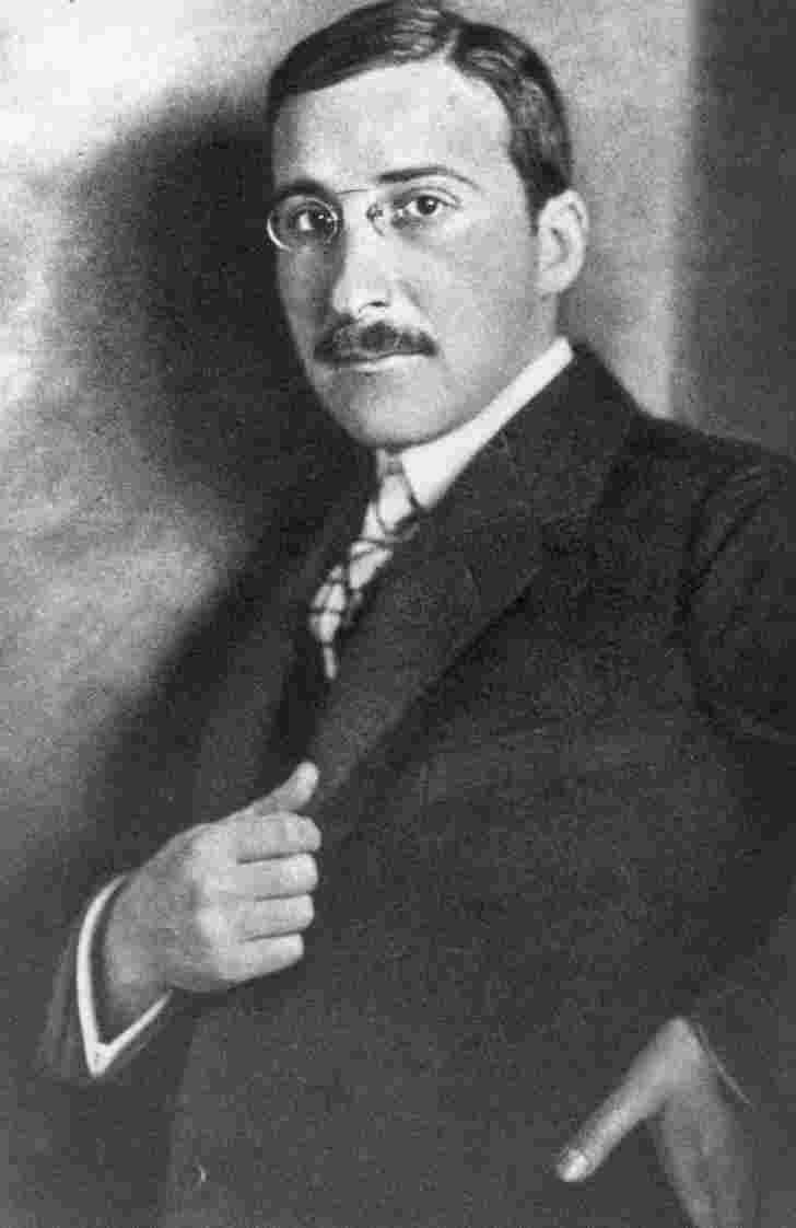stefan zweig Stefan zweig (german: november 28, 1881 - february 22, 1942) was an austrian writer of jewish descent he was born in vienna he volunteered to be a soldier in the first world war, and got the post as a military commentator.