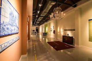 """Galeria Scenarium recebe duas exposições em dezembro: """"Do Outro Lado do Desenho'' e """"Azul Cobalto – Azulejos e Memórias"""""""