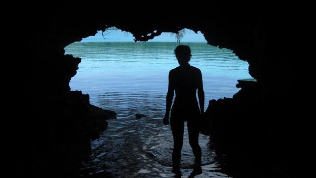 Bay of Islands - es gibt auch ein paar kleinere Höhlen zu erforschen