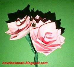 bunga unik dari kertas dengan teknik lipat