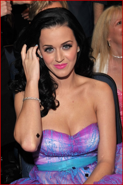 Katy perry fakes mobile pic 35