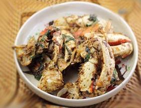 memasak kepiting lada hitam dengan saus asam manis