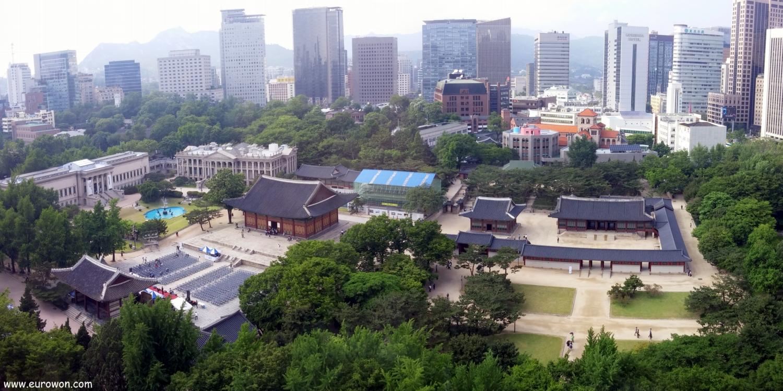 Vista panorámica del palacio Deoksugung de Seúl