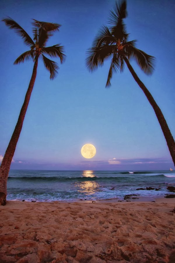 Moon Raising in Makalawena Beach, Kailua Kona, Hawaii.