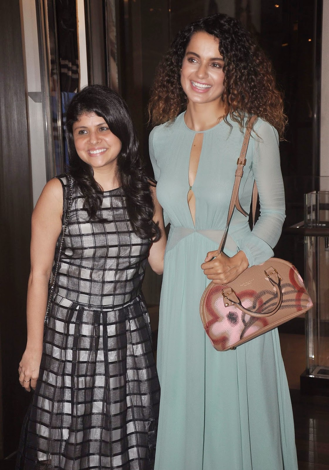 http://1.bp.blogspot.com/-SC62AFi57yM/U924A1QPtjI/AAAAAAAAqXk/VwS2RUvKdNY/s1600/Kangana+Ranaut+Unveils+The+Latest+Issue+Of+Grazia+Magazine+Images+(3).jpg