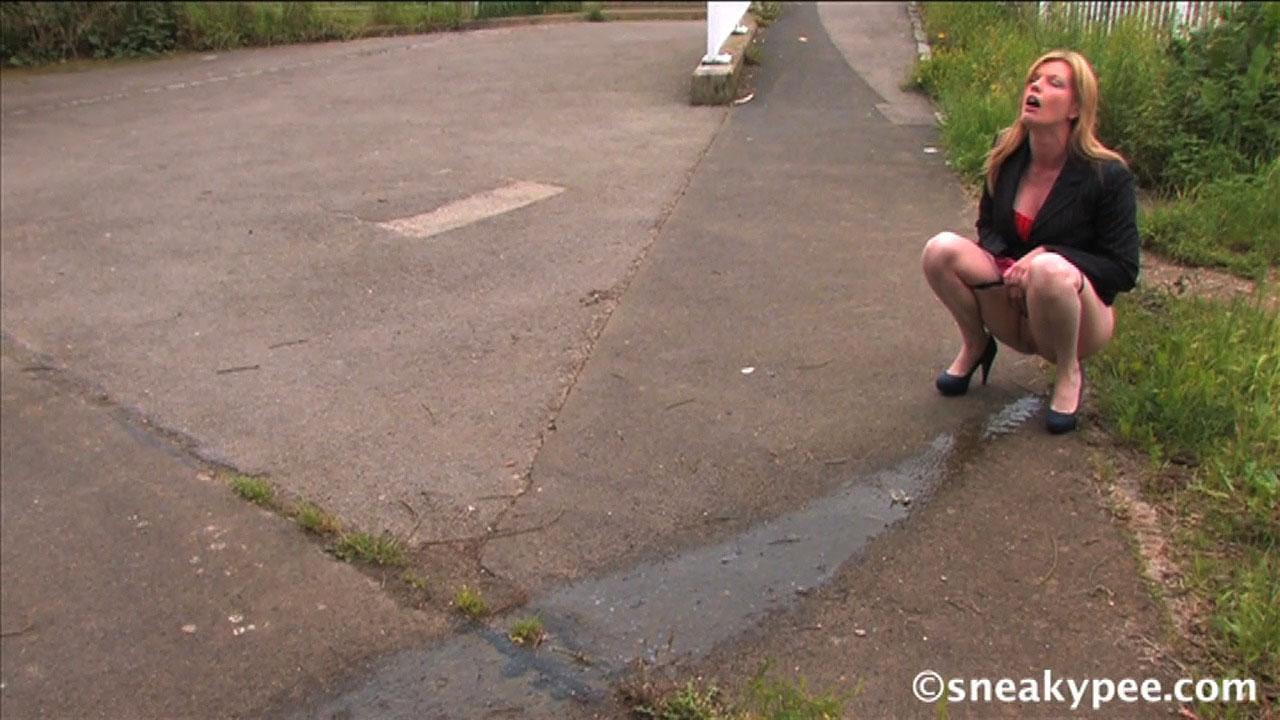 sneaky pee fetisch stuhl