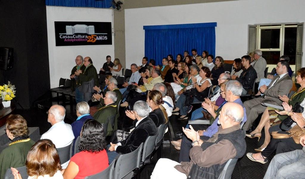 Dezenas de amigos e convidados prestigiaram o evento