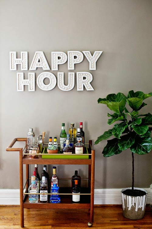 Mueble bar con neón Happy Hour